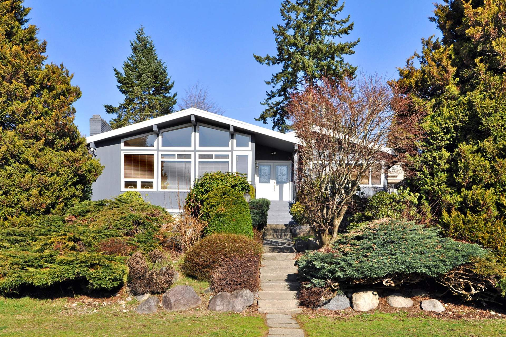 4255 Boxer St Burnaby