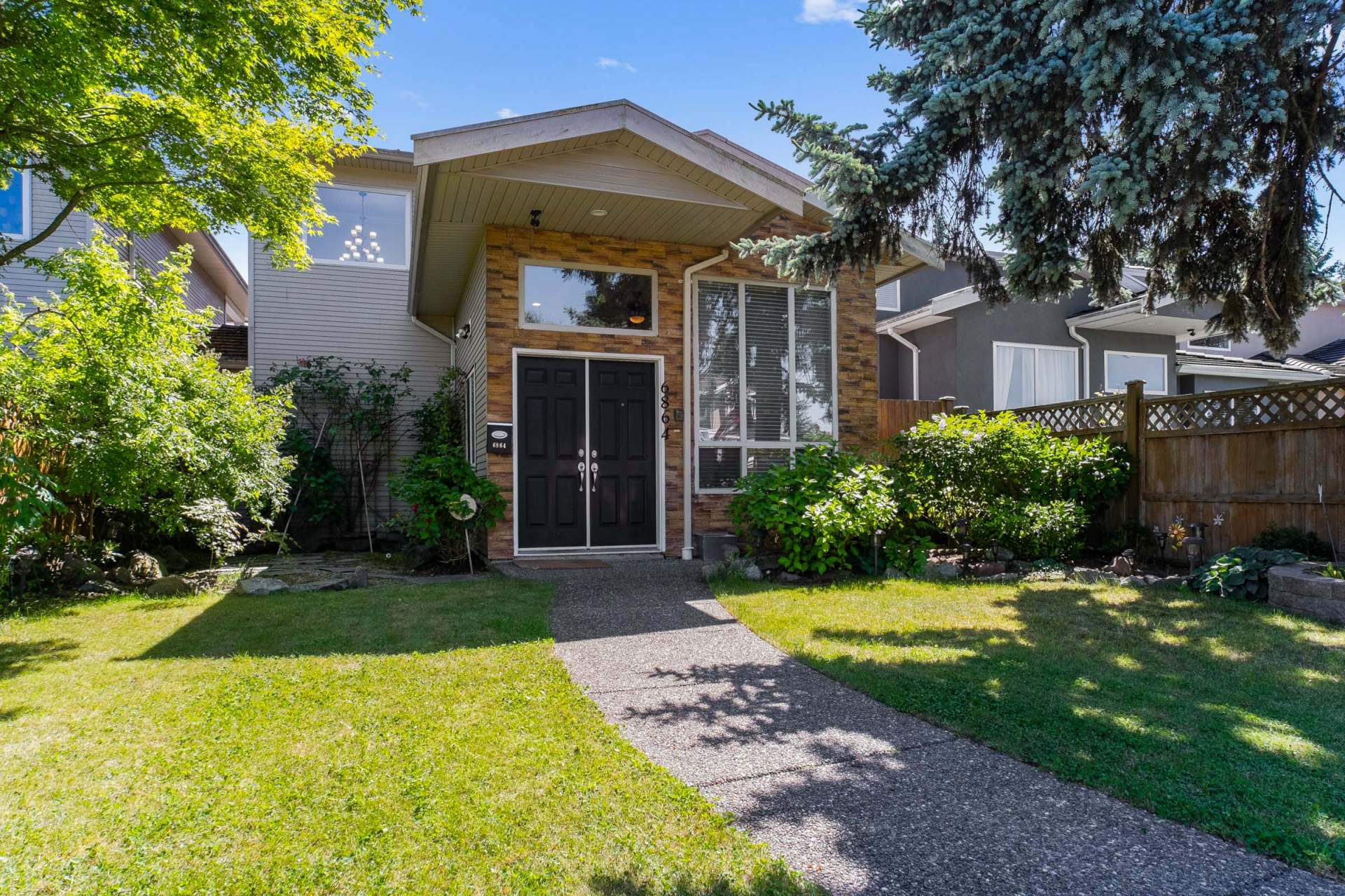 6864 Burford Burnaby