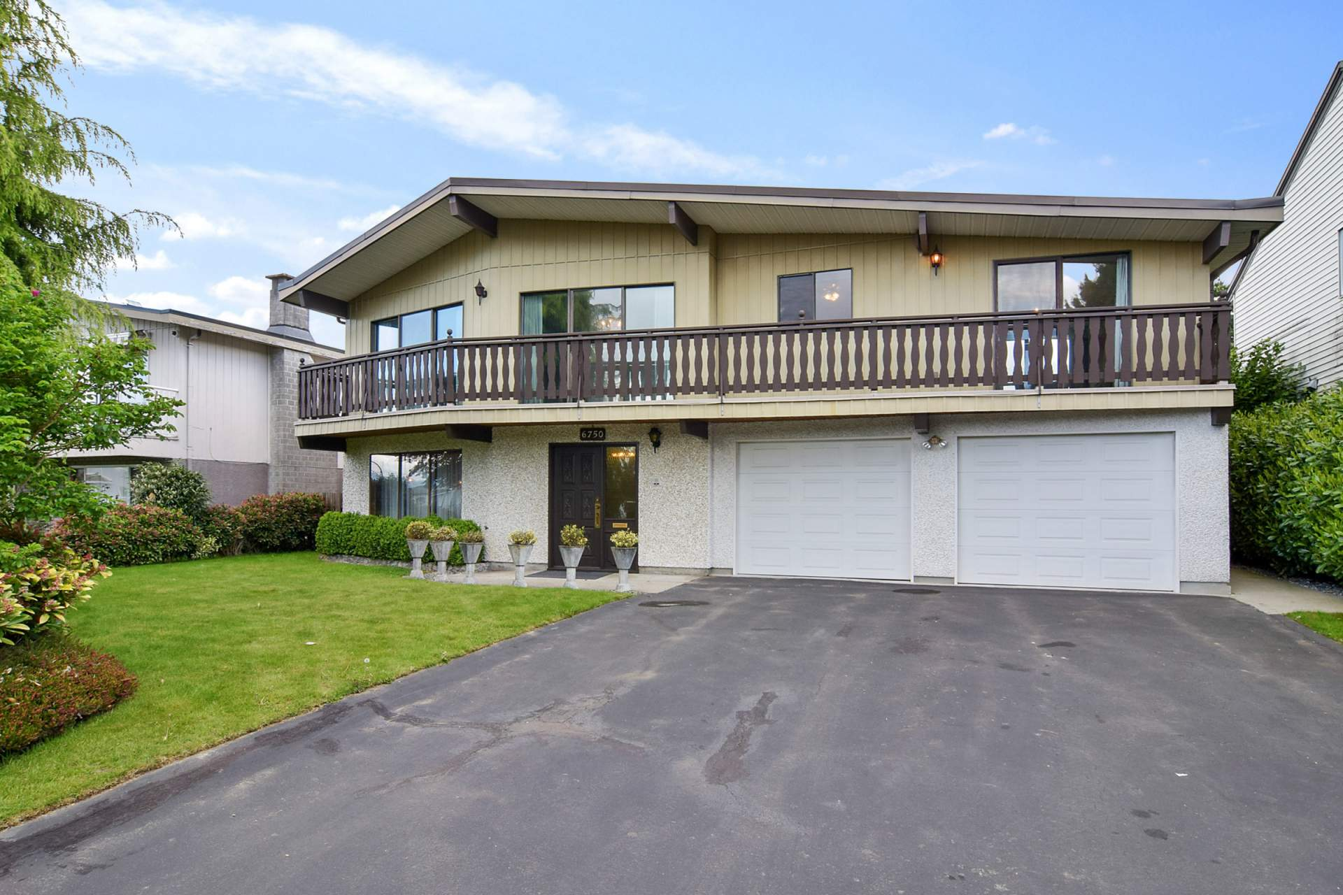 House For Sale 6750 Lakeview Ave